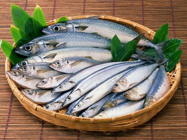 полезные советы, рыба в корзине, рыба в плетеной тарелке