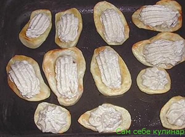 паштетом наполняем картофельные лодочки