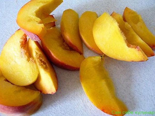 нарезать персик дольками