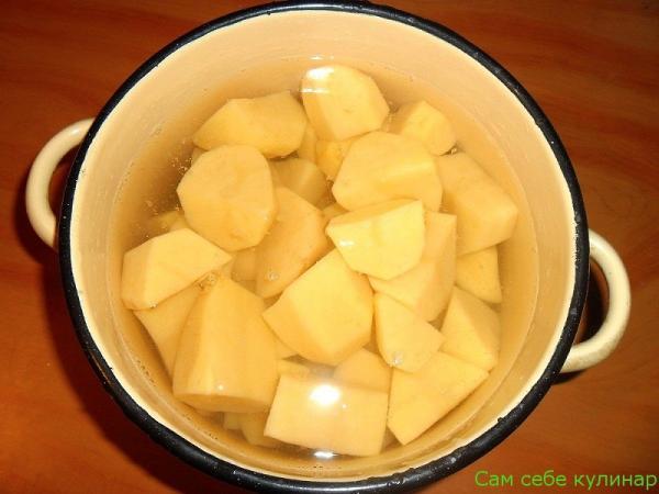 ставим вариться картошку
