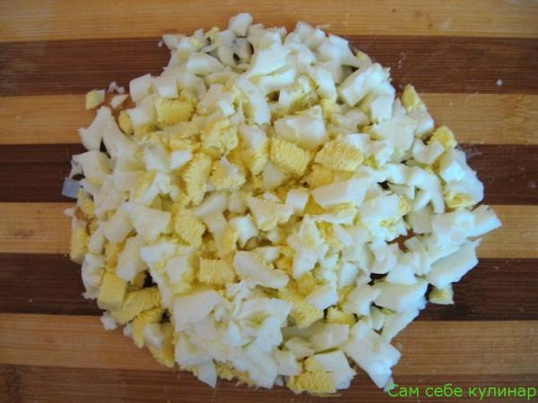 яйца режем крупными кубиками
