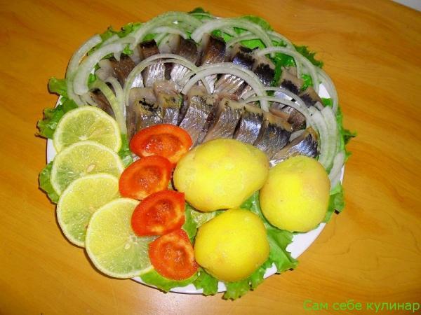 Селедка с картошкой и луком (фоторецепт)