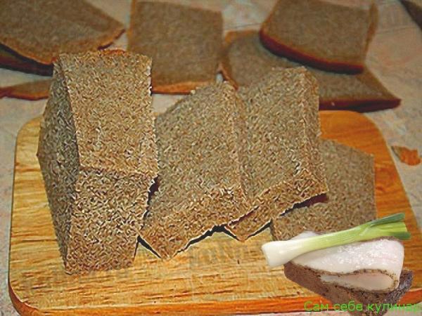 с хлеба срезаем корки