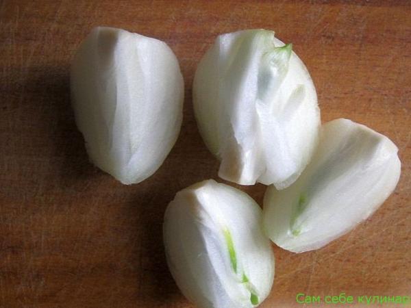 луковицу режем на четыре части