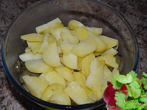 молодой картофель режем дольками
