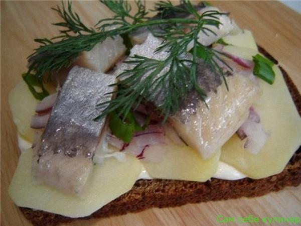 бутерброды из филе селедки и картошки