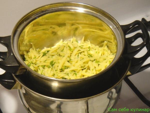 поставить сыр на водяную баню