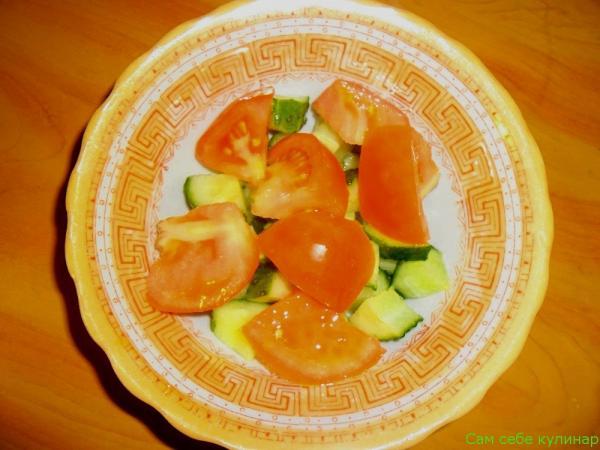 помидоры кладем к в тарелку