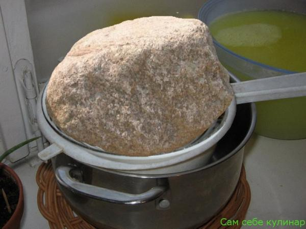 положить груз на сыр