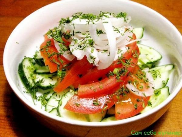 Салат из свежих огурцов и помидоров (фоторецепт)