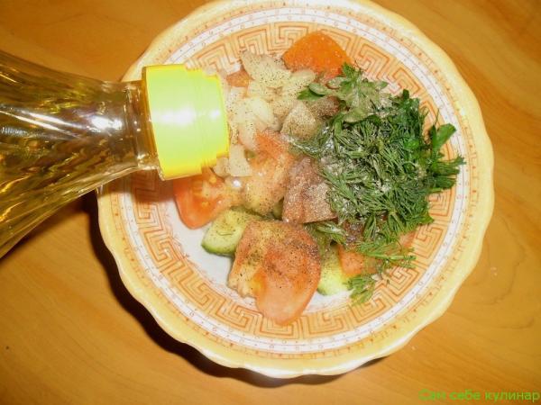 салат полить растительным маслом