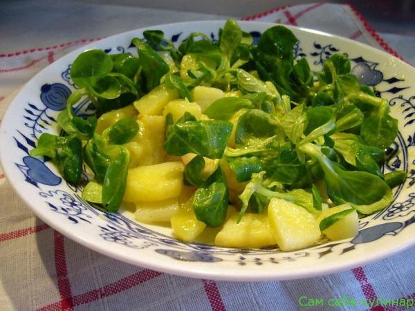 Картофельный салат простой с маслом и зеленью