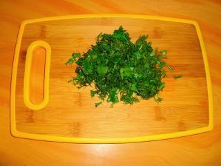 зелень мелко нарезать