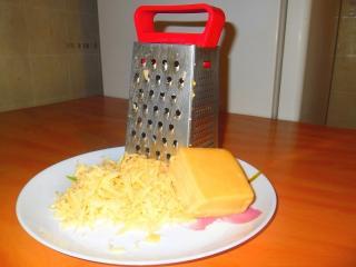 сыр натереть на крупной терке
