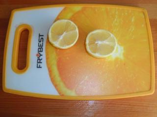лимон разрезать пополам