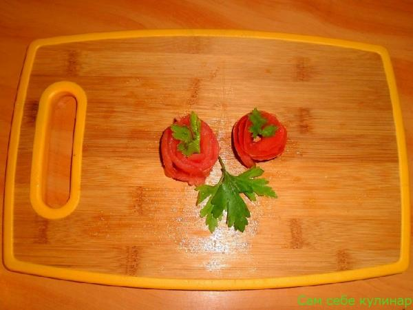 Украшение: розочки из помидоров (пошаговое фото)