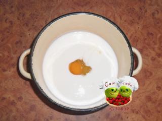 яйцо кладем в кефир
