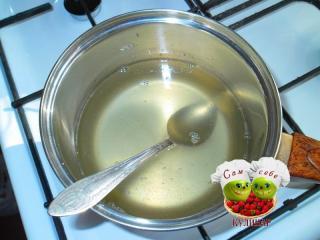 лимонный сок с желатином в кастрюльке