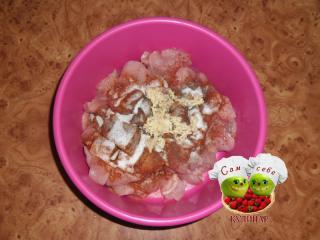 куриное филе нарезанное с паприкой и чесноком