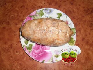 мясной рулет на тарелке