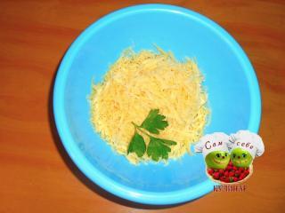 сыр натертый в миске