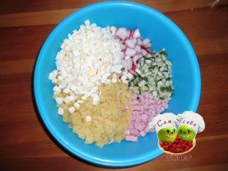 нарезанные ингредиенты для окрошки