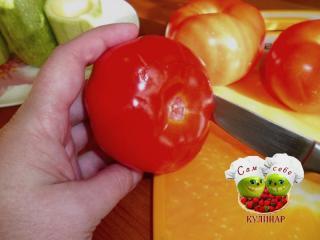 помидор надрезаем ножом