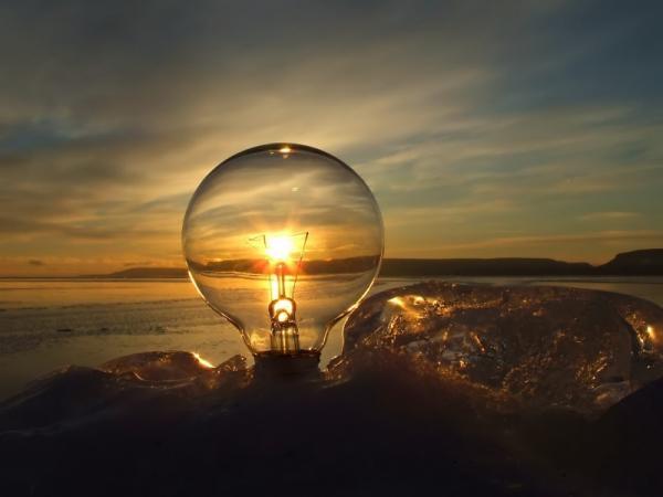 лампочка, закат солнца, море, берег