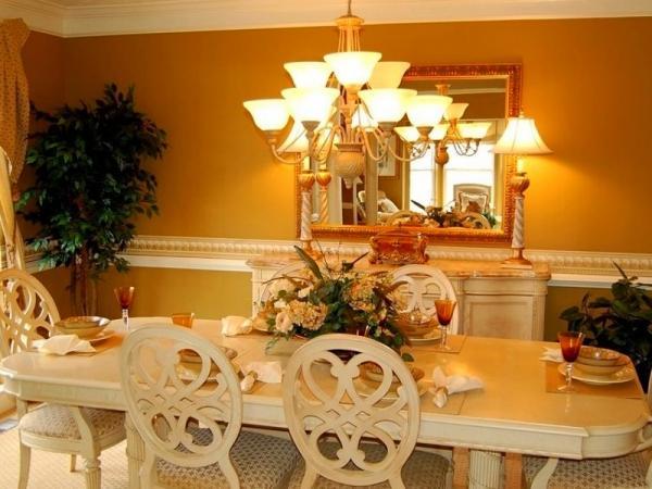 столовая, сервированный стол, люстра