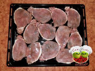 мясо на противне