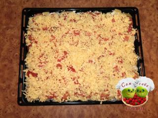 помидоры посыпаем тертым сыром