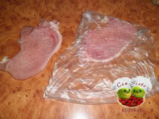 мясо отбиваем через пакет