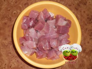 кусочки мяса в миске