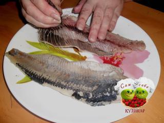 выбираем мелкие кости из рыбы
