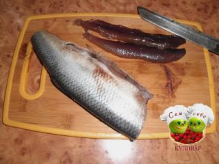 икра селедки, тушка рыбы