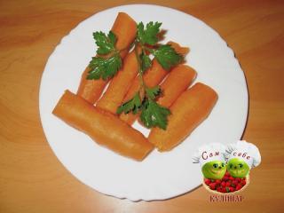 морковь вареная на тарелке
