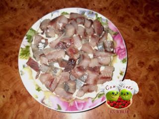 рыбу выложить на картофель