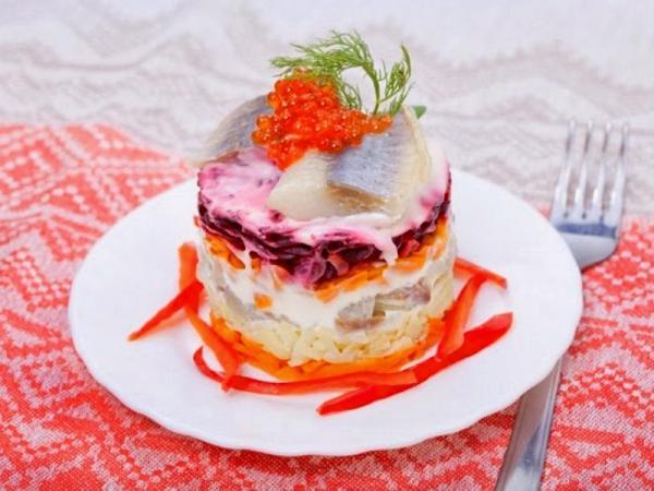 порционный слоеный  праздничный салат
