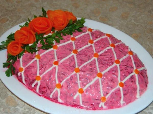майонез сеточкой розочки из моркови зелень петрушки