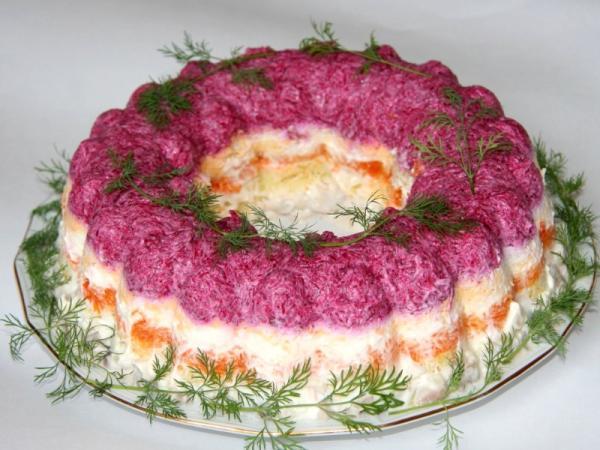 празднично украшенный салат