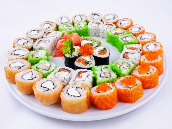 Суши, роллы, икра красная, имбирь
