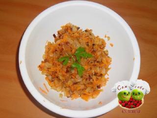 лук и морковь в миске