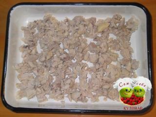 мясо разложить по лоткам