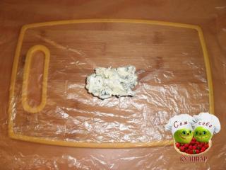 зеленое масло на пищевой пленке