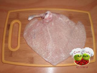 мясо отбиваем молоточком