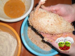панировка куриных котлет сухарями