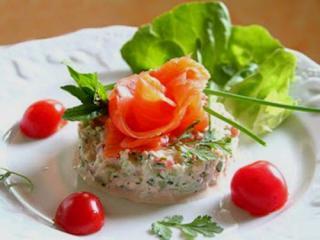 Вкусный салат из кальмаров с креветками