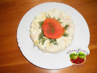 порционный салат из морепродуктов оформленный розочкой