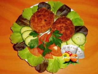 как приготовить котлеты мясные домашние рецепт с фото пошаговый котлеты помидоры огурцы на тарелке