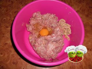 яйцо добавим в фарш